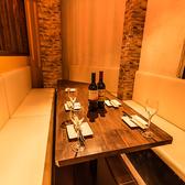 新宿駅から徒歩4分の好アクセス◎中規模宴会向テーブル席です♪落ち着いた雰囲気の個室席ですので、ゆったりとお食事・お話をお愉しみ頂けます。新宿駅徒歩4分の駅チカ!是非ご利用ください。