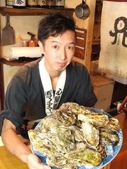 牡蠣の冬がきました!殻付き牡蠣の焼きはもちろん、味噌煮、スモーク、松前焼き、酢牡蛎、生パン粉を使った手作り牡蠣フライをご用意!!日本酒とも相性抜群です!!