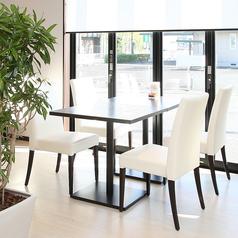 4名様でご利用いただけるテーブル席です。※お席を連結させて複数名でご利用いただくことも可能です。【Spazio di Lusso 洋麺亭】(スパジオディルッソ ようめんてい)