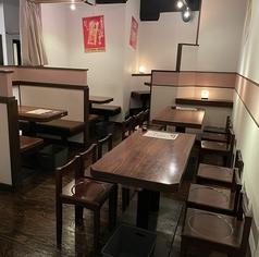 みんなで料理をシェアして宴会が楽しめるテーブル席です。席同士の間隔を確保し、団体様もゆったりとお過ごしいただけます。詳細はお問い合わせください。