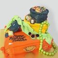 料理メニュー写真レトロなジュエリーボックス型ケーキ