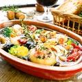 料理メニュー写真エビと砂肝、マッシュルームのアヒージョ