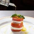 料理メニュー写真フルーツトマトのカプレーゼ