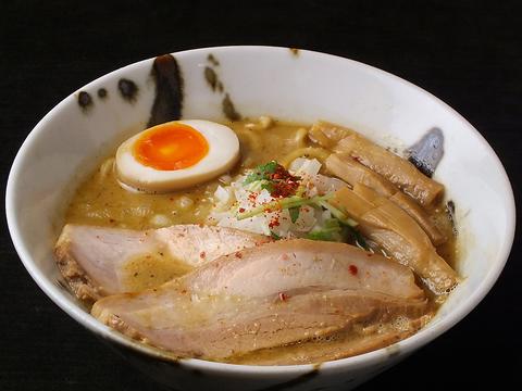 煮干し強めの濃厚スープと自家製麺の一体感が絶妙♪