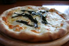 料理メニュー写真もちピザ