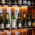 ワインは常時50種以上ご用意★大きなワインセラーが至る所に!豊富なワインをボトルは記念日・誕生日にも◎!リーズナブルなものから銘品まで幅広く取り揃えております。普段使いでも、特別な日のご利用でも柔軟にご対応させていただきます♪