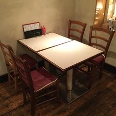 テーブル席は1~4名様までご利用いただけます。お一人での食事、ご家族での会食 等、ランチ、ディナーどちらでもお気軽にご来店ください。