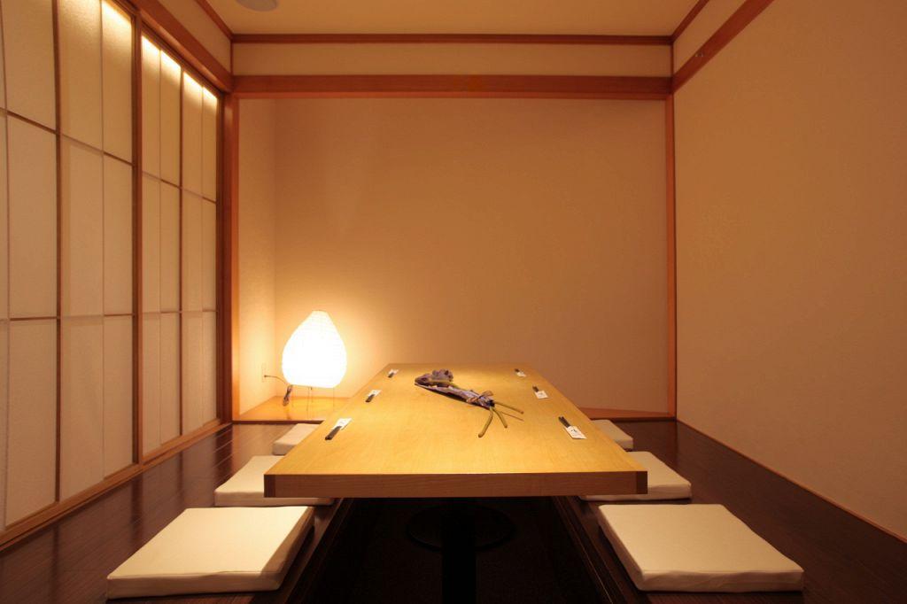 和のしつらえが効いた掘りごたつ個室は、接待などのおもてなしにも最適です。