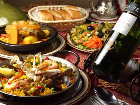 カジュアルにパエリアやタジン鍋など地中海料理が楽しめる!