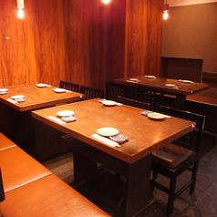 テーブル席3つで合計15名様迄収容可能です。