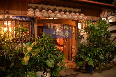 【老舗うりずんの姉妹店】沖縄家庭料理と新鮮な沖縄近海の魚介類が味わえるお店