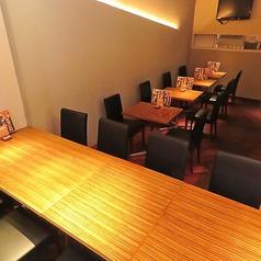 2名様~6名様までご利用可能のオープンテーブル席は連結可能!6席×5で少人数~最大30名様まで収容可能!デートや各種宴会、歓迎会、女子会、誕生日、記念日など様々なシーンでご利用可能!美味しいお肉とチーズをオープンテーブルで♪