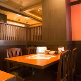 ≪2~4名様用:テーブル席≫人数に合わせてレイアウト可能なテーブル席です。ちょっとした集まりや、各種宴会等、多様なシーンでご利用いただけます◎