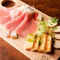 料理メニュー写真生ハムチーズ盛り