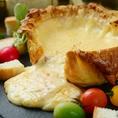 餃子バルだけどたっぷりとろけるチーズを使ったチーズ料理も満載!名物はシカゴピザ(チーズフォンデュ餃子)♪ピザ生地を割ってピザとして食べるのも良し!食見てべて楽しい人気の料理!たっぷりチーズの入ったシカゴピザはボリューム、見た目も抜群の一品♪とろっとろのチーズが食欲をそそります…是非ご賞味あれ!