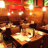 【沖縄の雰囲気を楽しむ】異国情緒漂う、南国空間で本場のお食事はいかがでしょうか?種類豊富なお酒をご用意しております。