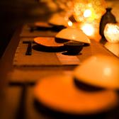 赤と黒を基調とした店内は雰囲気◎大人の雰囲気個室もご用意。お酒、お料理をおいしく召し上がっていただける空間をご提供致します。