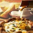 【最高のパルミジャーノチーズをたっぷりと】こだわりは、食材から!ティアカーノでは最高の香りと深い味わいのパルミジャーノチーズを仕上げにたっぷりと使用します。濃厚に仕上がり、フォークでパスタを絡めるとそこにはイタリアの美味しい香りが。一度食べると虜になる、本場の味。
