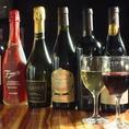 """ワインの品揃えは""""肉""""と""""酒""""にこだわるオーナーのこだわりが…イタリア/フランス/ドイツ/チリ等各国の銘柄を最適な温度でご提供!すっきりとした飲み口で、男性にも人気の「いちごのスパークリング」は是非一度ご賞味下さい♪"""