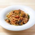 料理メニュー写真粗挽き肉と茄子のトマトソースパスタ