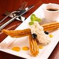 料理メニュー写真VENGA自慢 揚げたてチュロスのホットチョコソース バニラアイス添え
