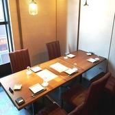 テーブル個室席は大人気席!外を眺めながら優雅にお食事をお楽しみください♪女子会やデートにおすすめの席です♪当店では少人数から大人数までご利用いただける個室を各種ご用意しております。ご利用シーンに合わせてお選びください!