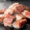 料理メニュー写真黒毛和牛サイコロステーキ 秘伝ソースで