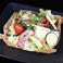 料理メニュー写真紅茶鴨と彩り野菜のバルサラダ