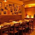 木の温もりとイタリアの雰囲気を感じられるテーブル席。お家にいるようなアットホームな空間です。最大12名様のテーブルをお作り出来ます。