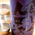 【醸し人九平次火と月の間に】山田錦を50%まで磨きあげた純米吟醸、飲み方は冷やでも美味しく頂けますが、この時期燗にしても輝く一本。醸し九平次の特徴的な酸、旨味を熱燗にすることにより、柔らかさ、ふくよかな丸みが現れ、ぬる燗にすると果実の様な甘みと酒質のバランスが綺麗に現れます。