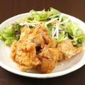 料理メニュー写真若鶏の唐揚げ 特製ゴマソース