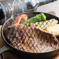 料理メニュー写真フラットバックステーキ(グレイビーソース) やわらかロースのステーキ 150g 単品1350円 セット