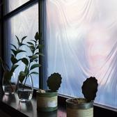 【店内雰囲気】窓からこぼれる街の明かり…喧騒から離れた隠れ家です
