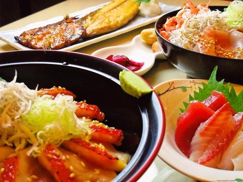 伊東名物金目鯛など、その日に獲れた新鮮な地魚を思う存分味わえる。