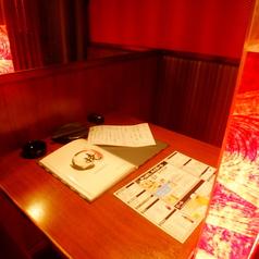 【宴会個室】仕切りの入ったゆったり寛げる個室。デートにもご利用可能な2名様席!
