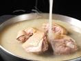 【三得物語博・多水炊きの旨さの秘密】宮崎産の新鮮な若鶏とこだわりの詰まったスープで味わう水炊きは絶品!使用するお野菜も九州の各地から届いたこだわりの食材です。