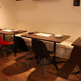 4名様のテーブル席です。※テーブルの移動・連結が可能ですので少人数から大人数の宴会や貸切も、ご利用いただけます。