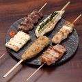 料理メニュー写真串焼きの盛り合わせ (6本)