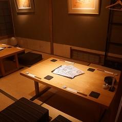【2F:個室1】座敷個室は4名席と6名席でもご利用できる10名様用の個室は2つ。合わせて最大22名様でフロア貸切ができます。