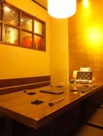 シーンに合わせた掘りごたつ式座敷の半個室