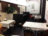 テーブル席4-12席 カウンター5席