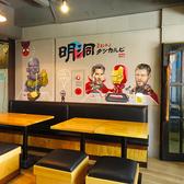 【テーブル席:4名席×2】壁に描かれた絵が独特の雰囲気を醸し出しています!本場韓国の味をご堪能ください♪