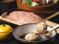 【三得物語博・多水炊きの旨さの秘密】自家製鶏つくねは南九州産の地鶏を使用。ぶつ切り同様お刺身としても使える新鮮な地鶏です。