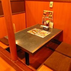 4名様テーブル2卓ご用致しています。