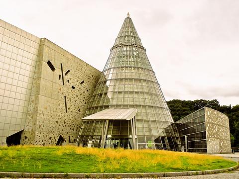 プラネタリウム、自然館、科学技術館、産業館などが見える総合科学博物館館内にある。