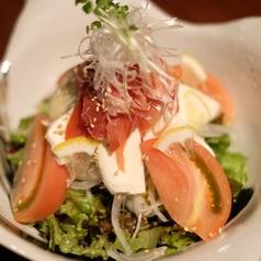 ハモンセラーノ(生ハム)とモッツァレラのさっぱりサラダ
