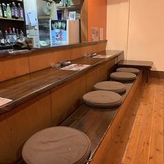 オープンキッチンのカウンター席