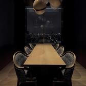 東京の夜景を一望頂ける、6名様席の個室です。