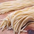 特注の生パスタ。岡山の有名製麺所『麺ず工房』に粉から製造方法まで特注したvikkeこだわりのもっちもちの生パスタです。