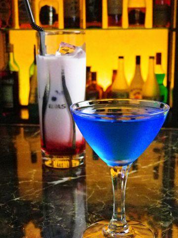 明け方まで営業☆気軽にひとり飲みができるお洒落でムーディーなバーです。